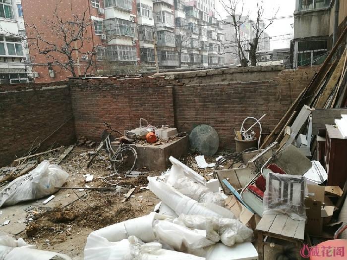 砍掉了无花果和香椿树,乱乱的院子