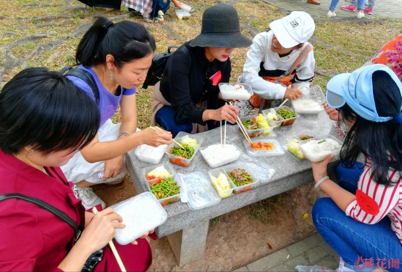 草地午餐1.jpg