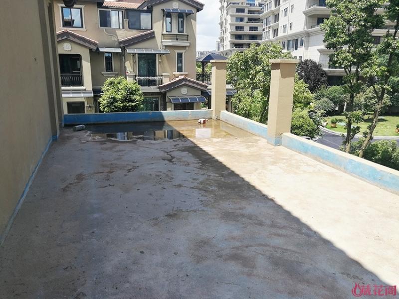未铺砖的露台1.jpg